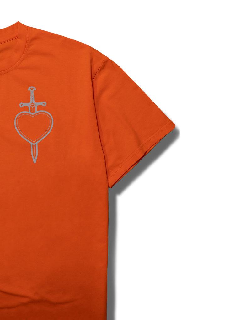 Футболка оранжевая с сердцем